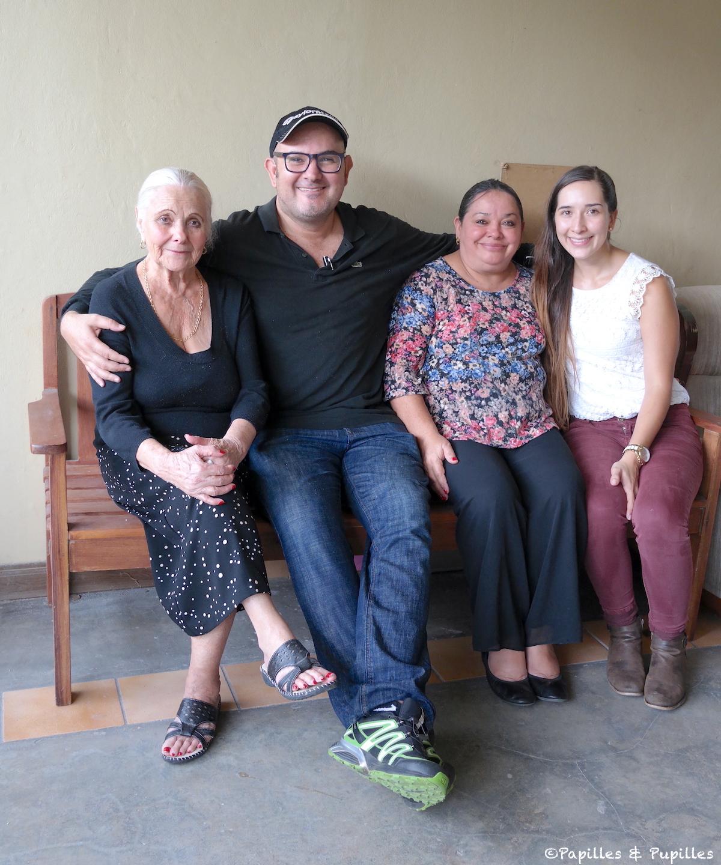 Dona Tiola, Alberto, la soeur d'Alberto et sa nièce Nancy