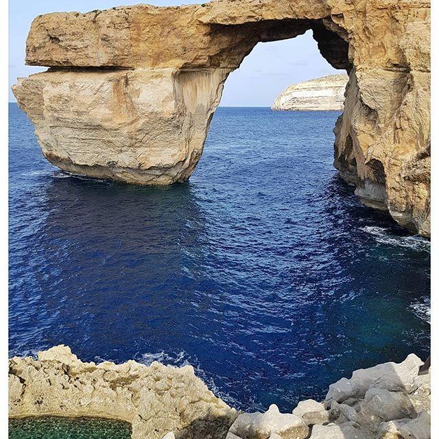 Azur window ou la superbe fenêtre sur l'océan située sur l'île de Gozo à Malte - sublime