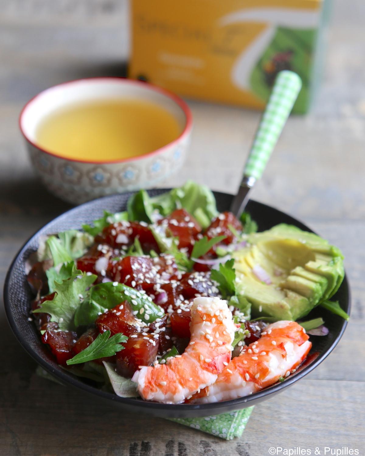 Poke bowl thon avocat crevettes