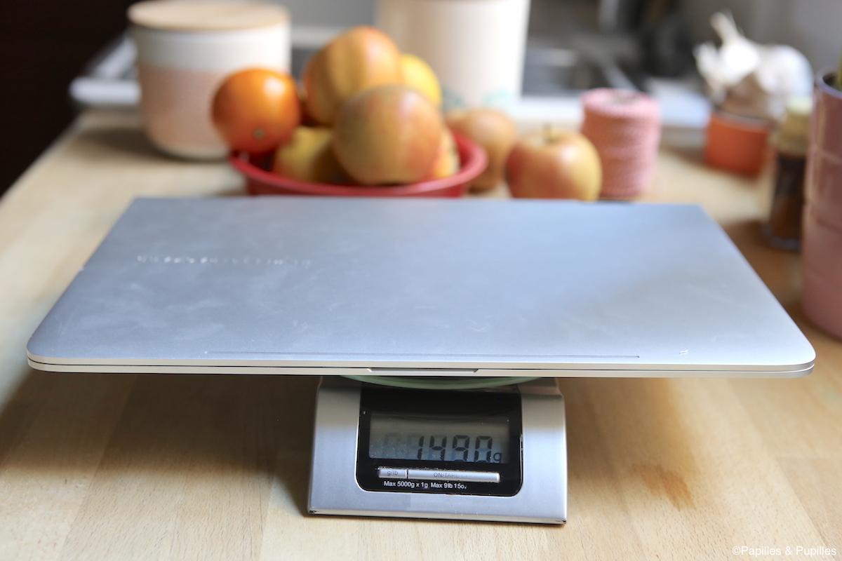 Poids : 1,490 kg