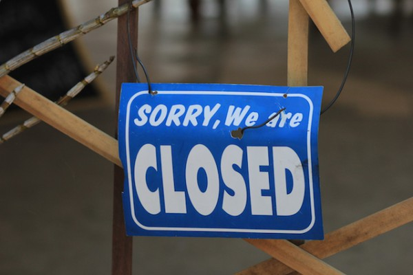 Sorry we are closed (c) Luziiim shutterstock