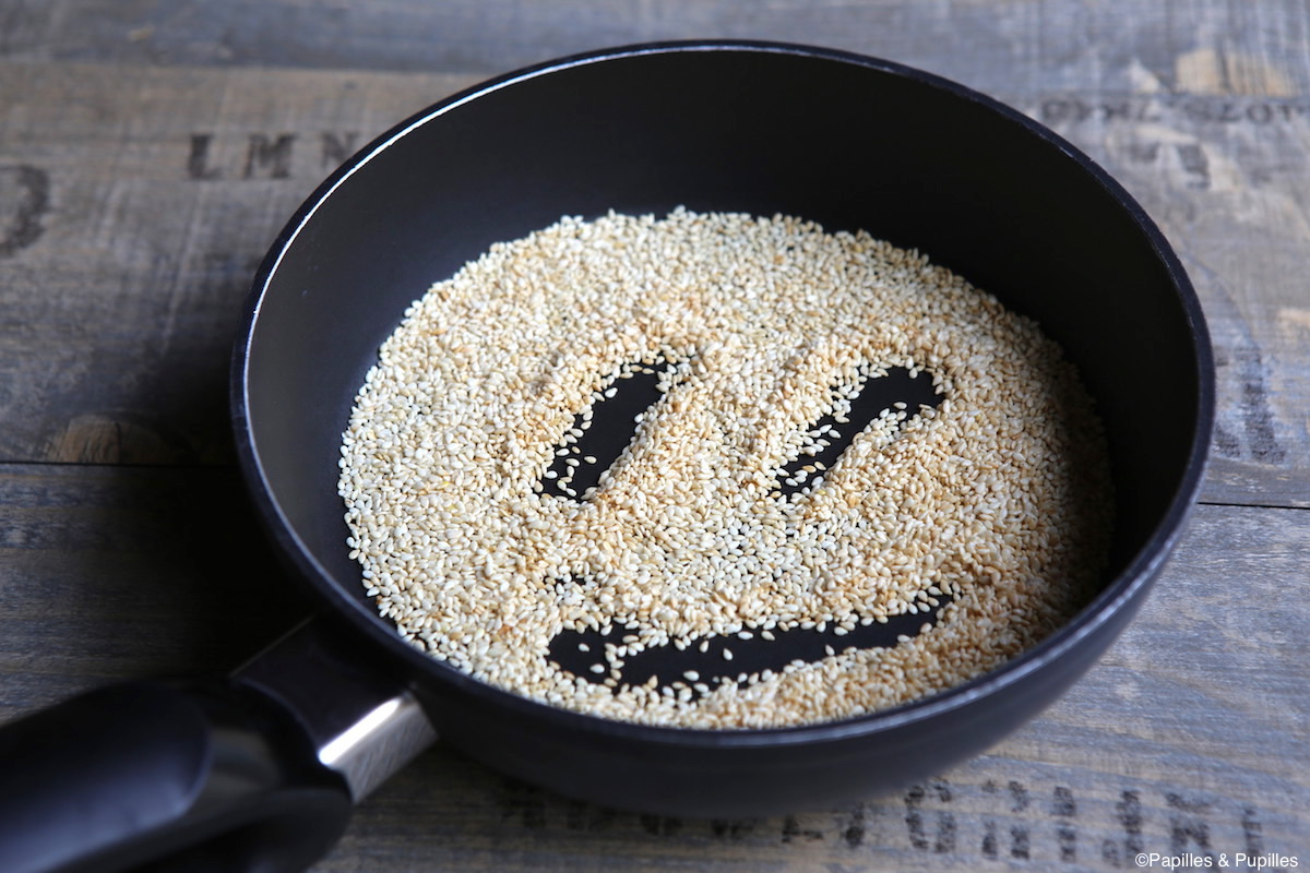 Toastez les grains de sésame