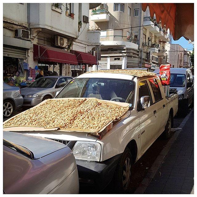 Séchage des amandes ... original   - Marché des épices - Tel Aviv