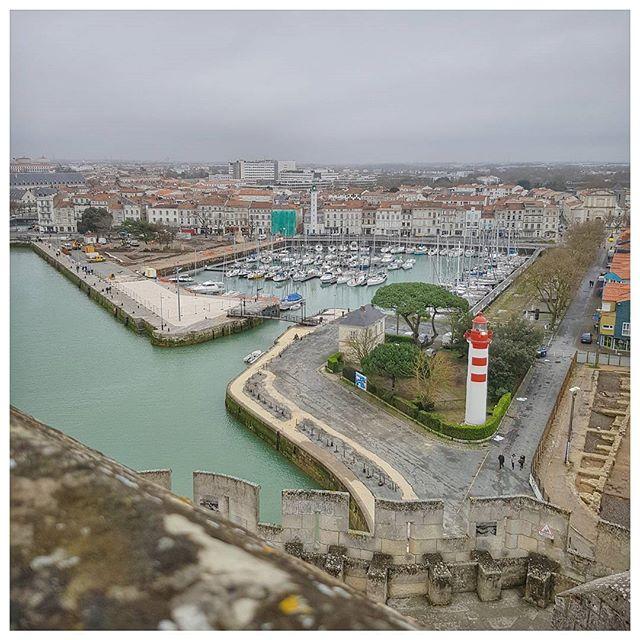Quand tu montes tout en haut de la tour saint Nicolas tu as une vue incroyable sur La Rochelle