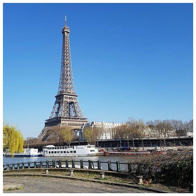 Grand beau temps à Paris aujourd'hui ; c'est le printemps ☉