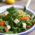 Salade d'épinards, clémentines, amande et feta