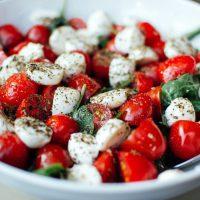 Salade tomates mozza (c) StockSnap CCO public domain pixabay