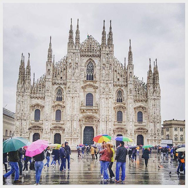 Malgré la pluie impossible de venir à Milan sans voir le Duomo