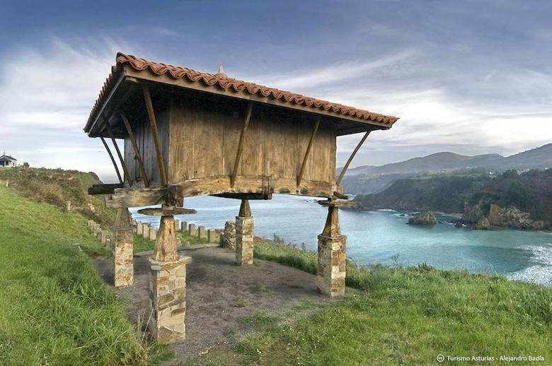Horreos (c) Alejandro Badia Turismo Asturias