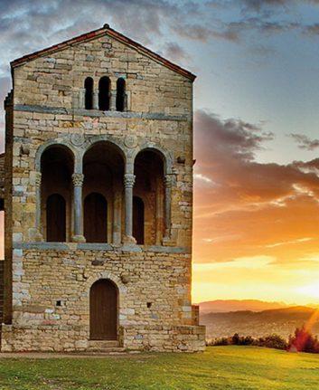 Palacio de Santa Maria del Naranco en Oviedo (c) AsturiasTurismo