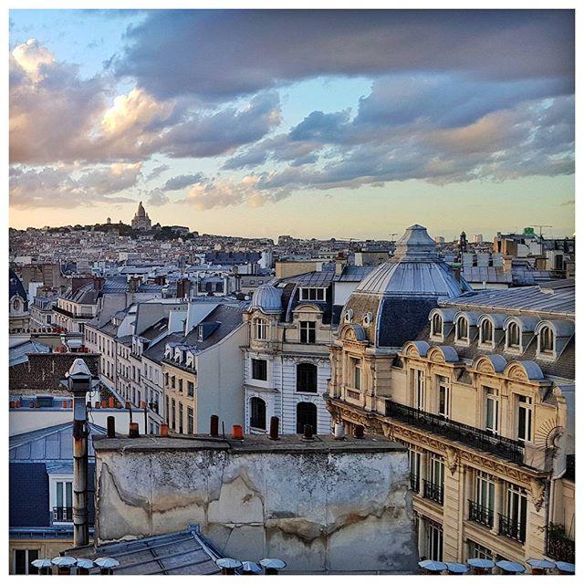 Les toits de Paris et le Sacré Coeur