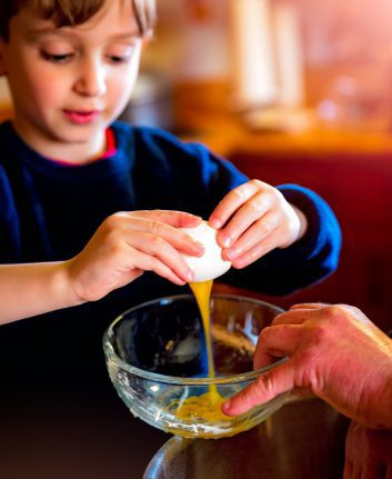 Petit garçon en cuisine ©Laterjay CC0 Pixabay
