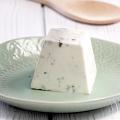 Pyramide de fromage de chèvre olives et menthe