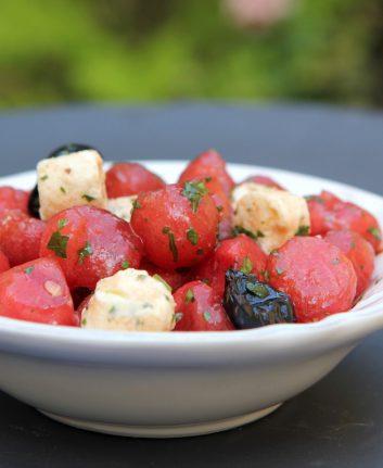 Salade de pastèque fromage ail et fines herbes