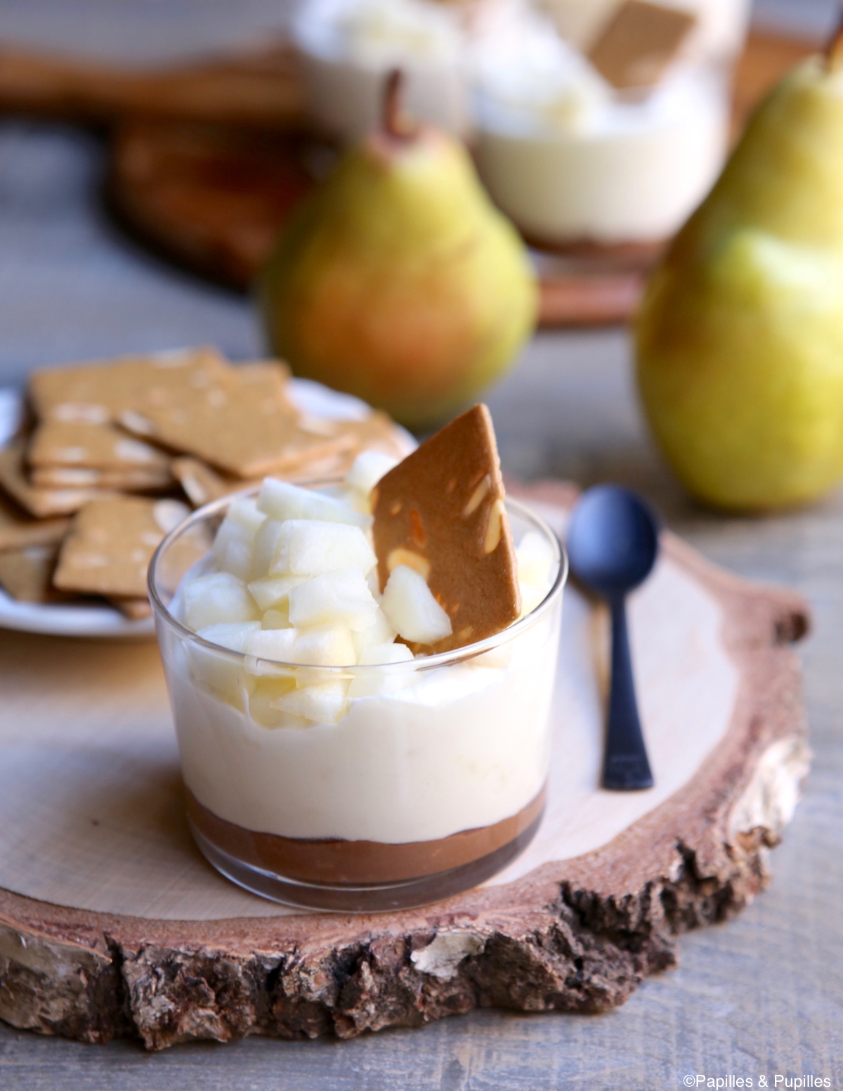 Verrine mousse chocolat blanc, poires et praliné