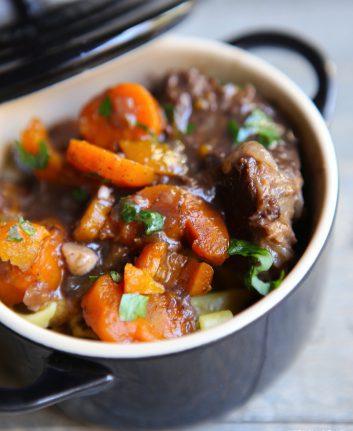 Boeuf aux carottes et au vin rouge à l'autocuiseur