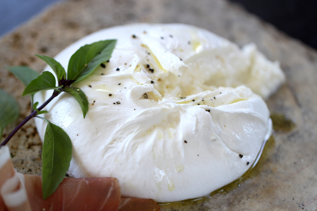 Burrata (c) Cathy Arkle CC BY-NC-ND 2.0