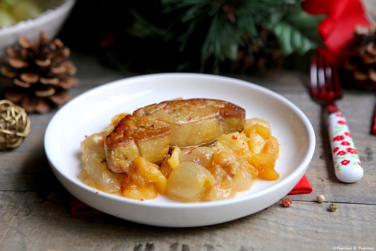Escalope de foie gras aux raisins et pommes
