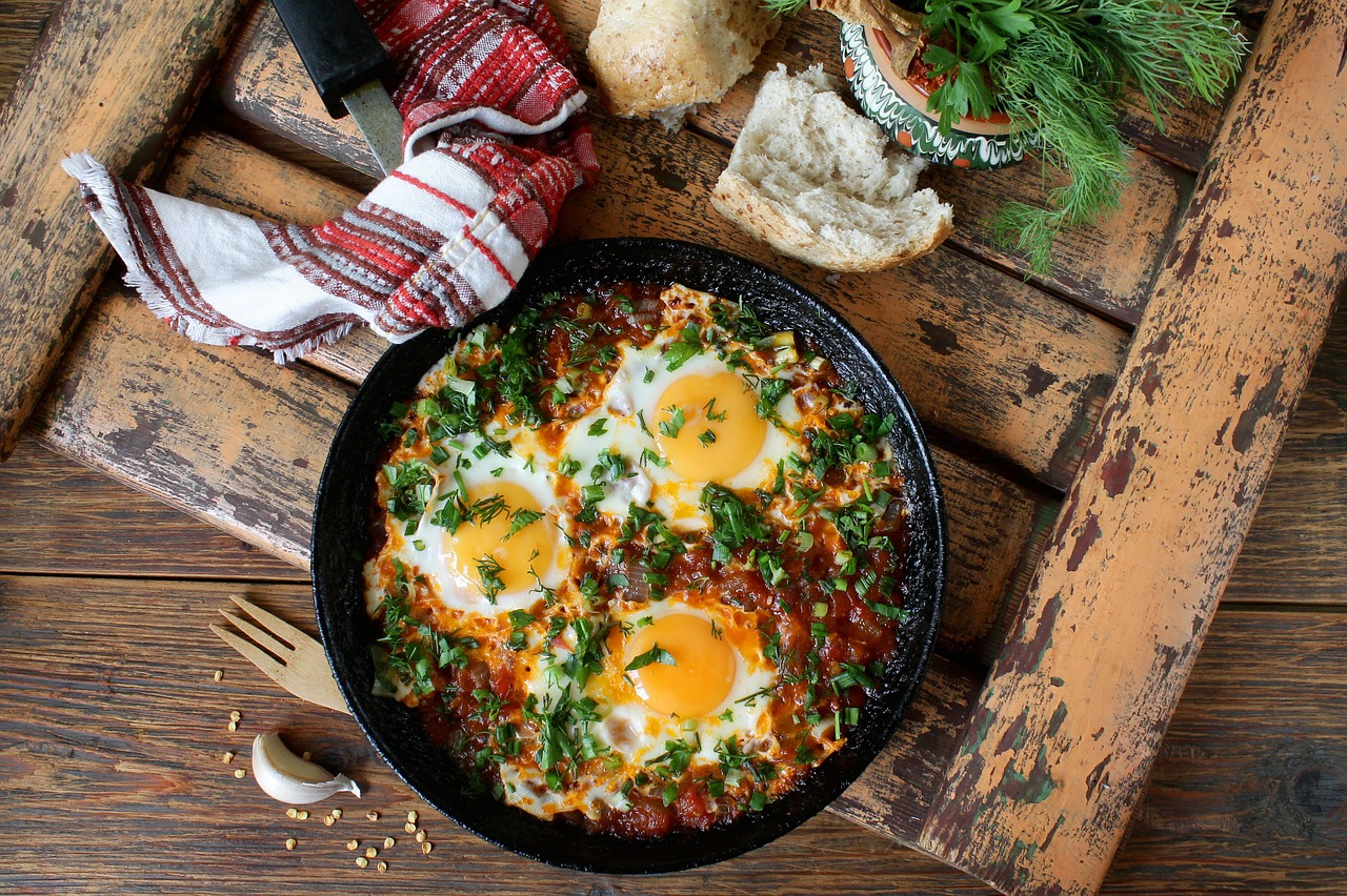 Poêlée complète oeufs légumes (c) arinaja CC0 Pixabay