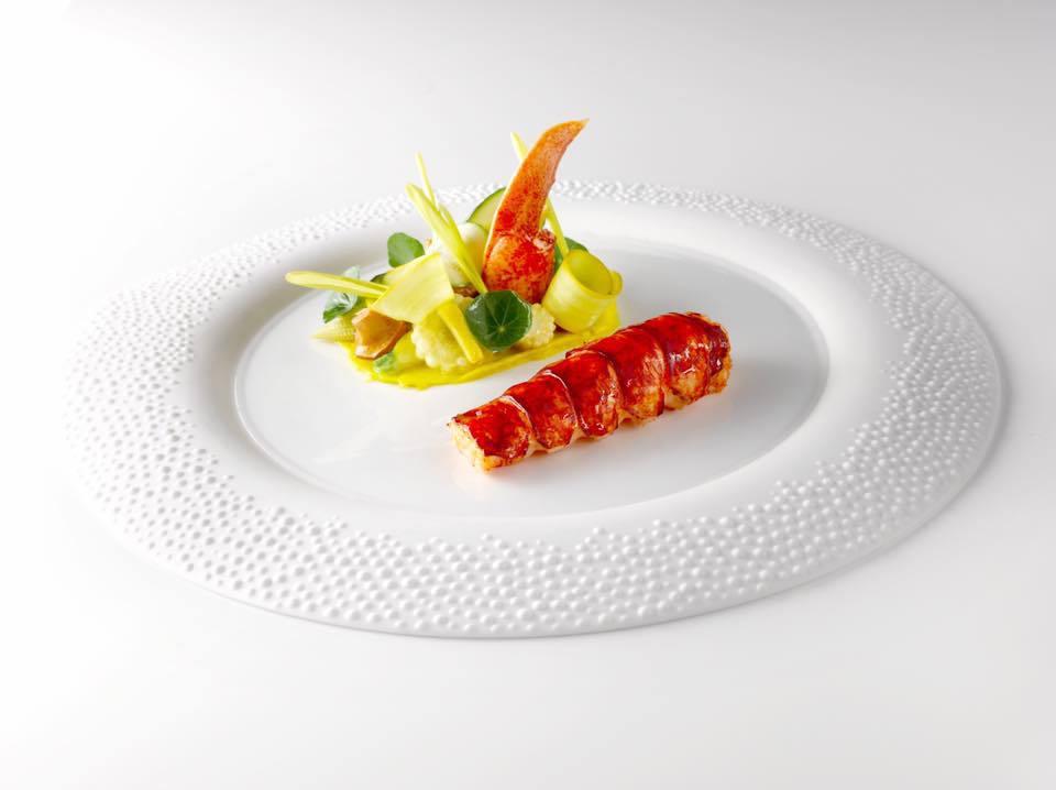 Homard bleu à la presse cuisiné aux feuilles de citron, maïs, courgettes et girolles © Gordon Ramsay - Le Pressoir d Argent