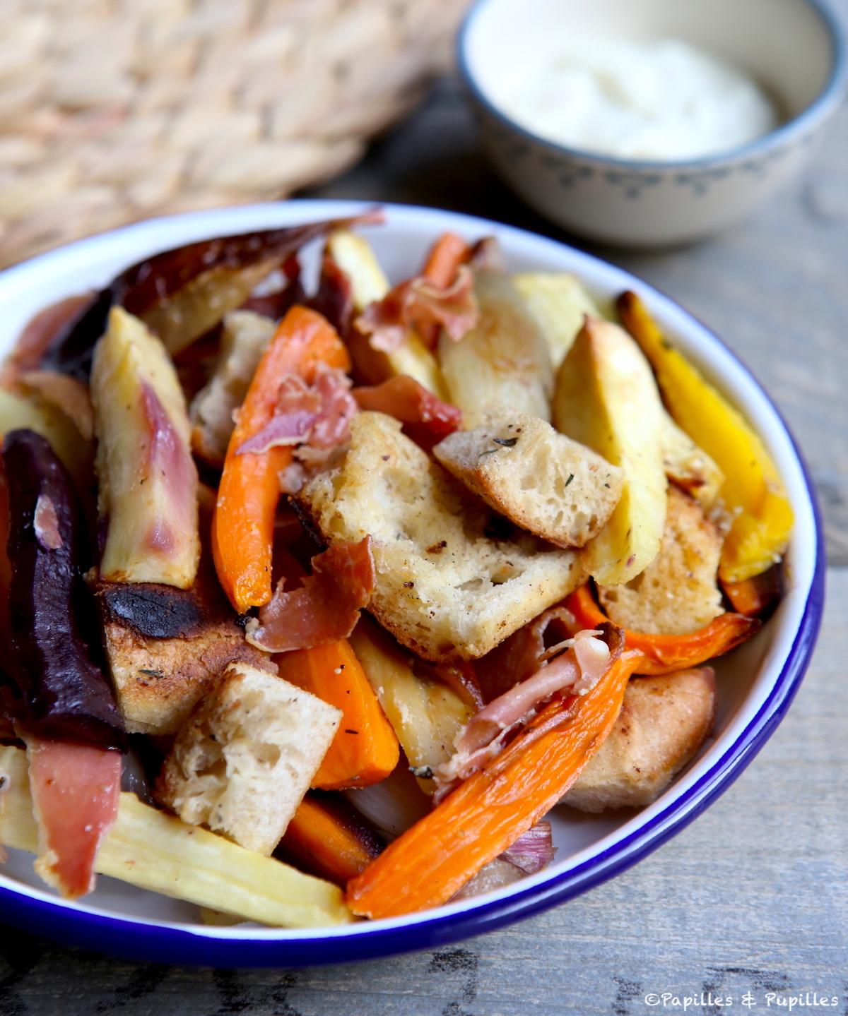 Légumes rôtis au four, croustillant de jambon et sauce moutarde