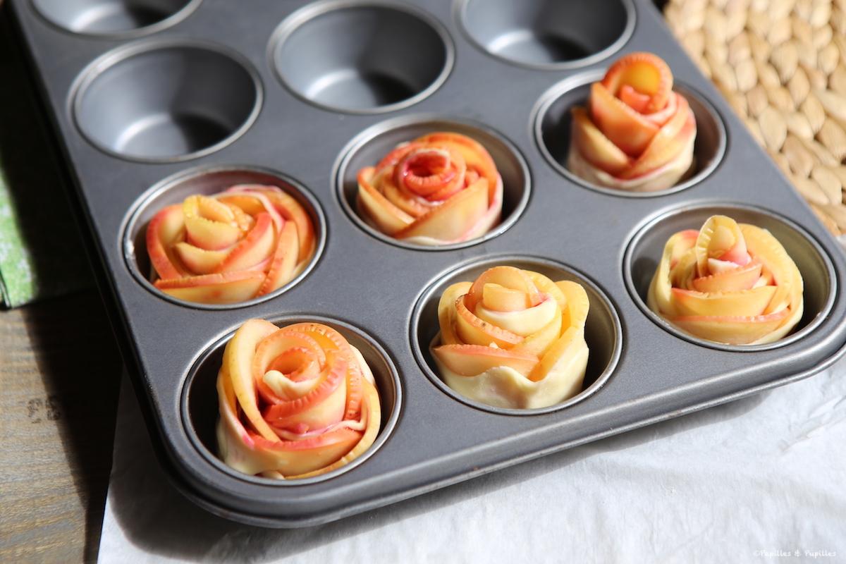 Les roses dans le moule à muffins