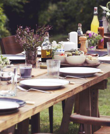 Grandes tablées © Rawpixel.com shutterstock