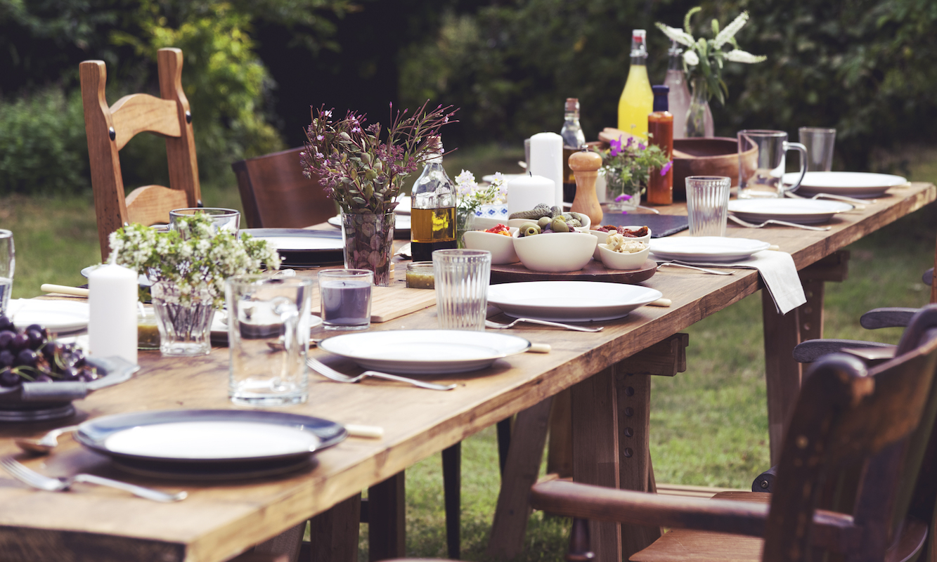 Préparer Un Barbecue Pour 20 Personnes un menu pour 20 personnes avec liste de courses et rétro