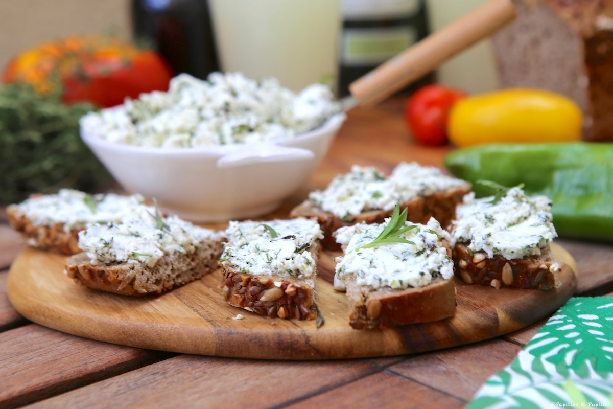 Bruschetta de fromage de chèvre aux herbes