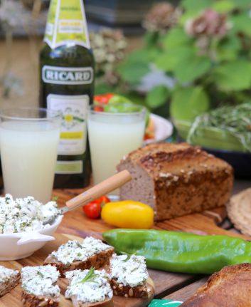Tartines au fromage de chèvre et herbes
