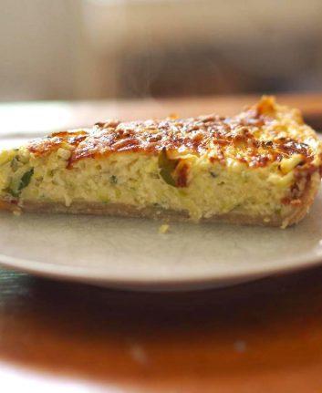 Part de tarte courgette menthe