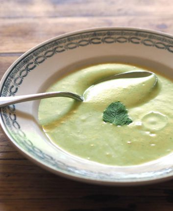 Soupe froide de courgettes et menthe