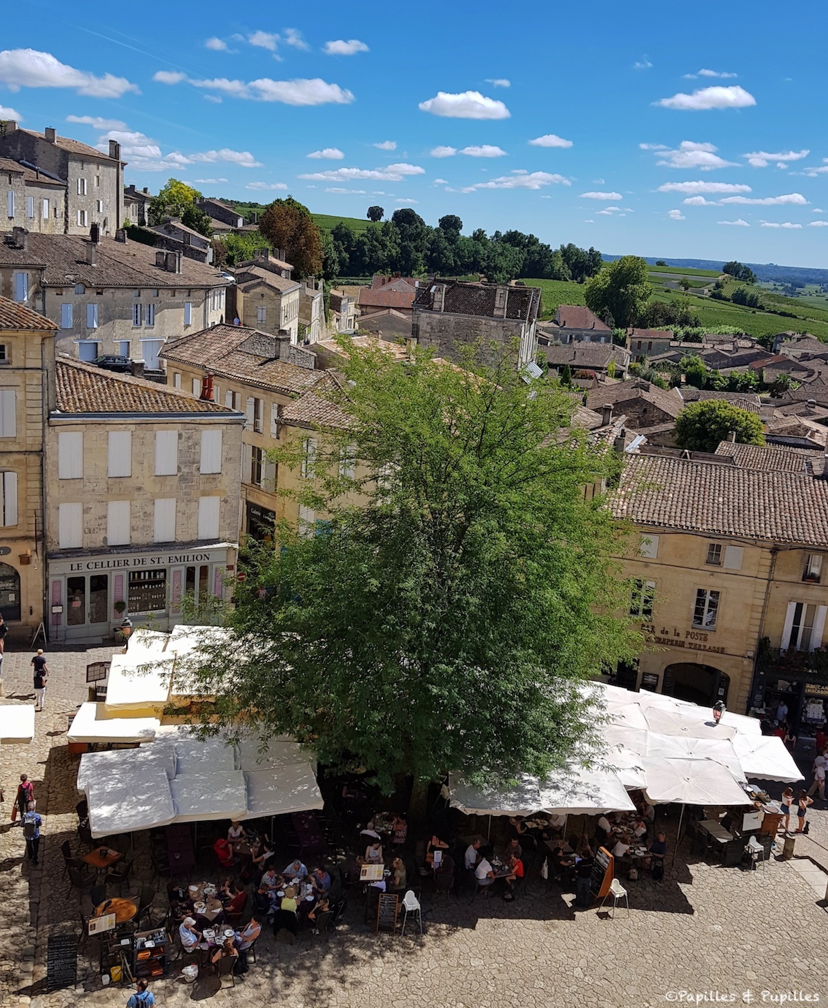 Saint Emilion - Vue sur la place du village