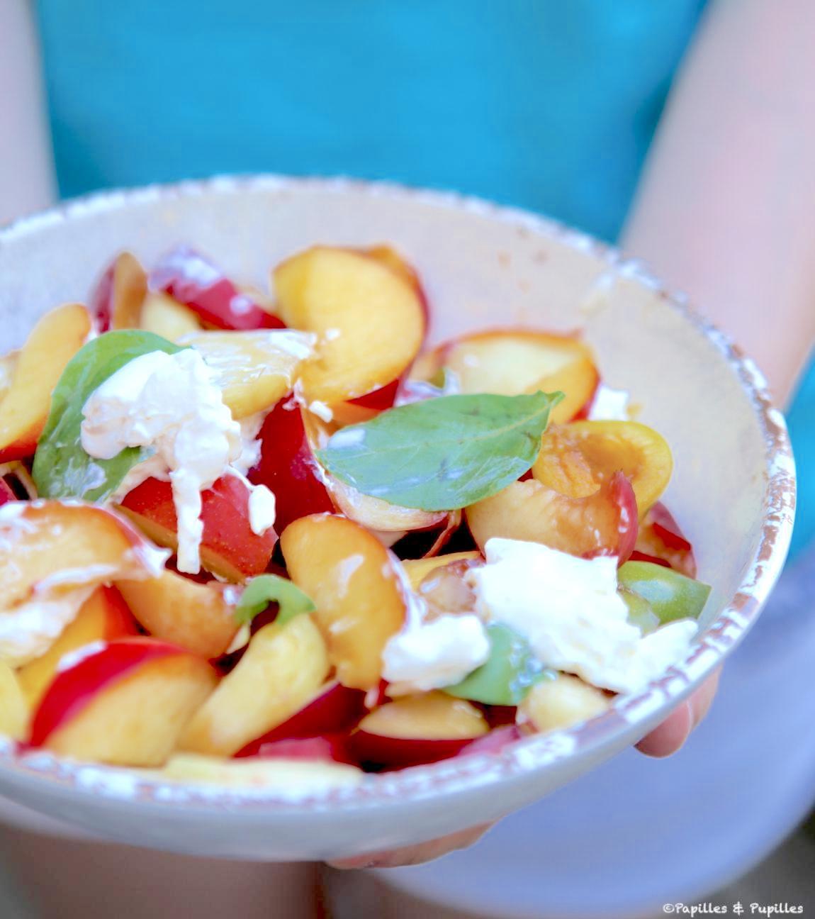Salade de nectarines et prunes basilic et burrata