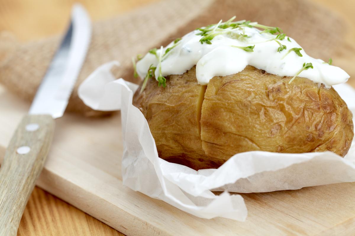 Pomme de terre au four et crème aigre ©manulito shutterstock