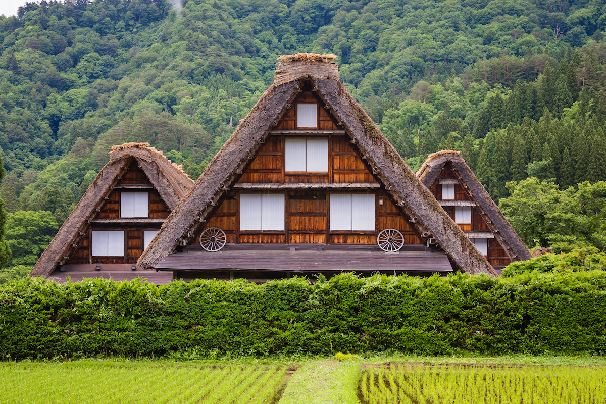 Traditional and Historical Japanese village Shirakawago ©Pakpoom Phummee. shutterstock