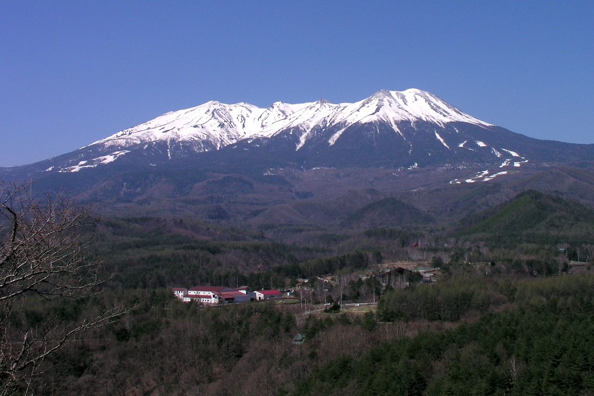 Mont Ontake enneigé - Photo prise depuis le col Kuzo ©Atsushi Ueda CCBYSA3.0