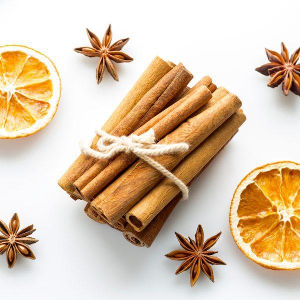 Oranges séchées cannelle anis étoilé ©marcinm111 shutterstock