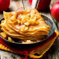 Crêpes aux pommes cannelle ©zoryanchik shutterstock