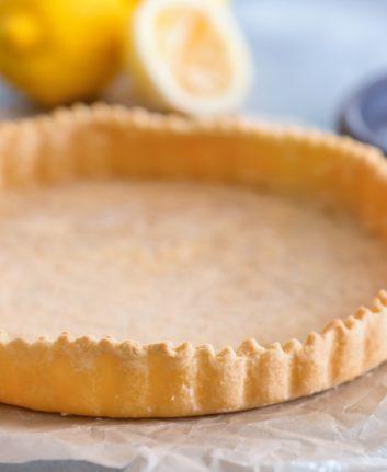 Pâte à tarte cuite à blanc ©Africa Studio shutterstock