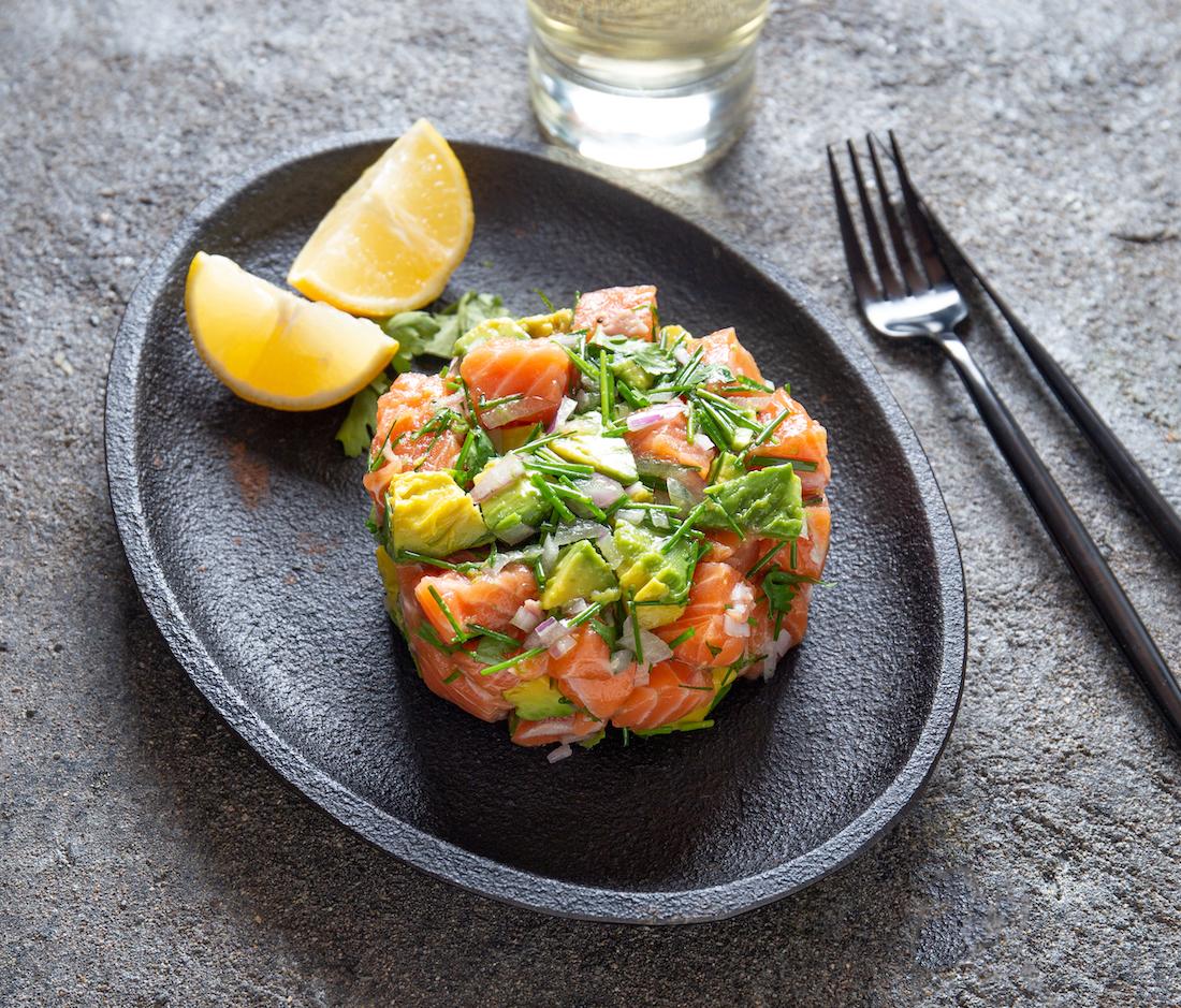 Ceviche saumon avocat - Nikkei Food ©Larisa Blinova shutterstock