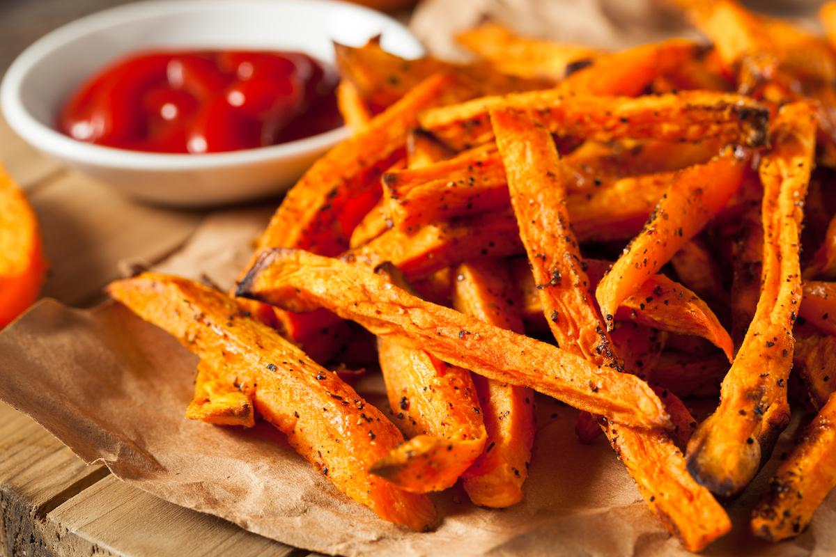 Frites de patate douce au four ©Brent Hofackershutterstock