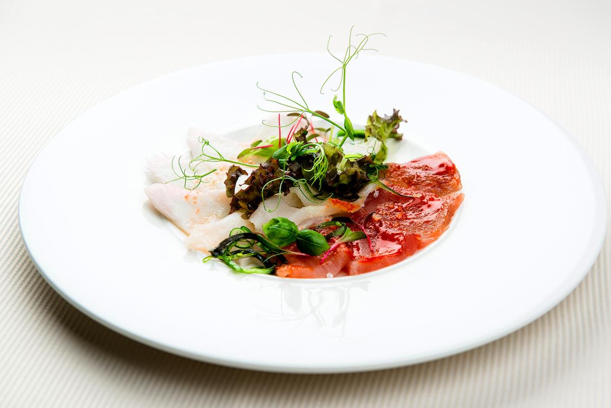 Tiraditos (cabillaud, thon, flétan) avec piment et sauce au kimchi ©Alex Tihonovs - shutterstock