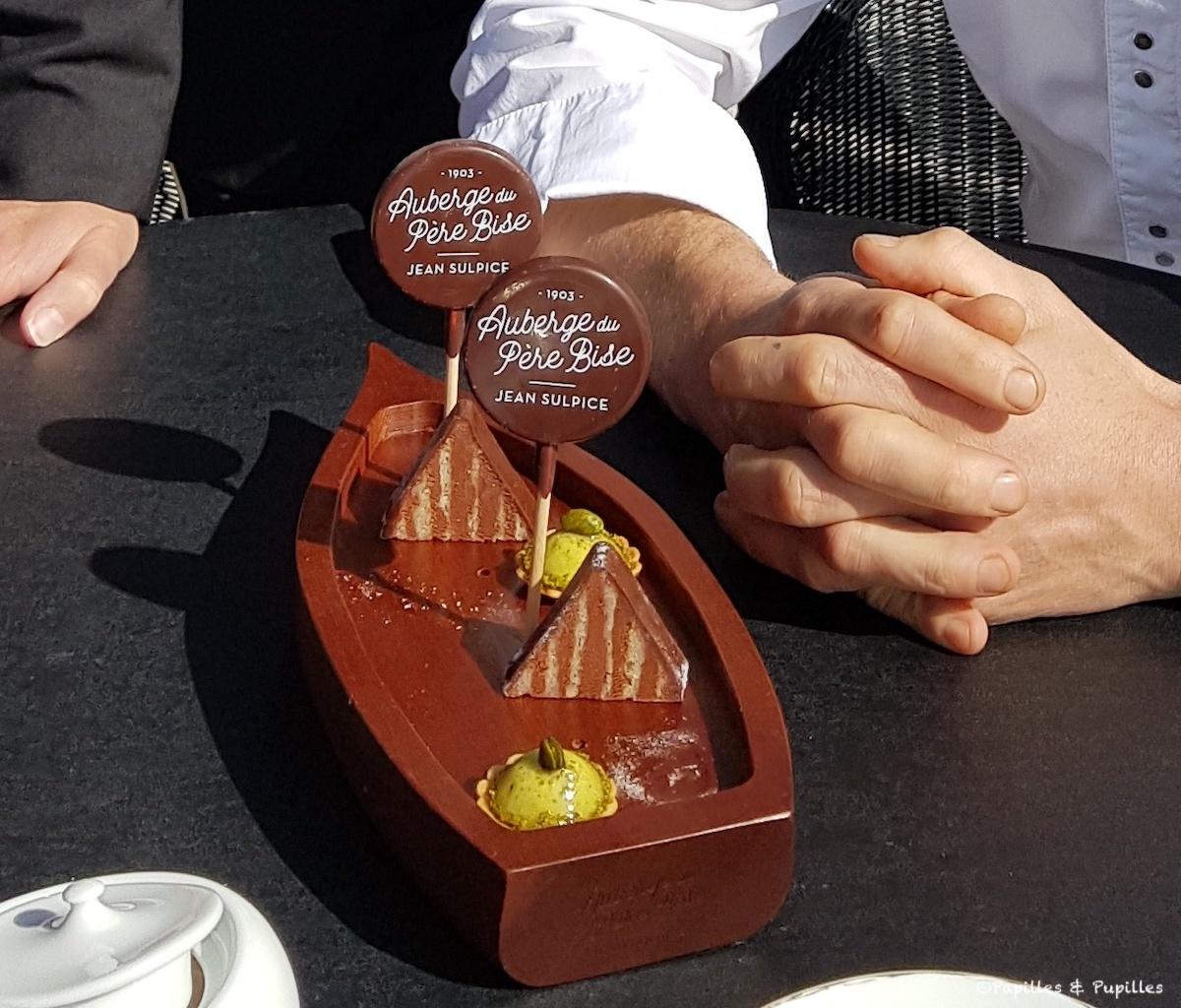 Mignardises : Pyramide chocolat passion - Tartelettes pistaches, Guimauves aux herbes (déjà mangées) et sucette au chocolat
