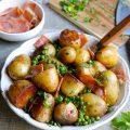 Cocotte de pommes de terre, petits pois, jambon et persll