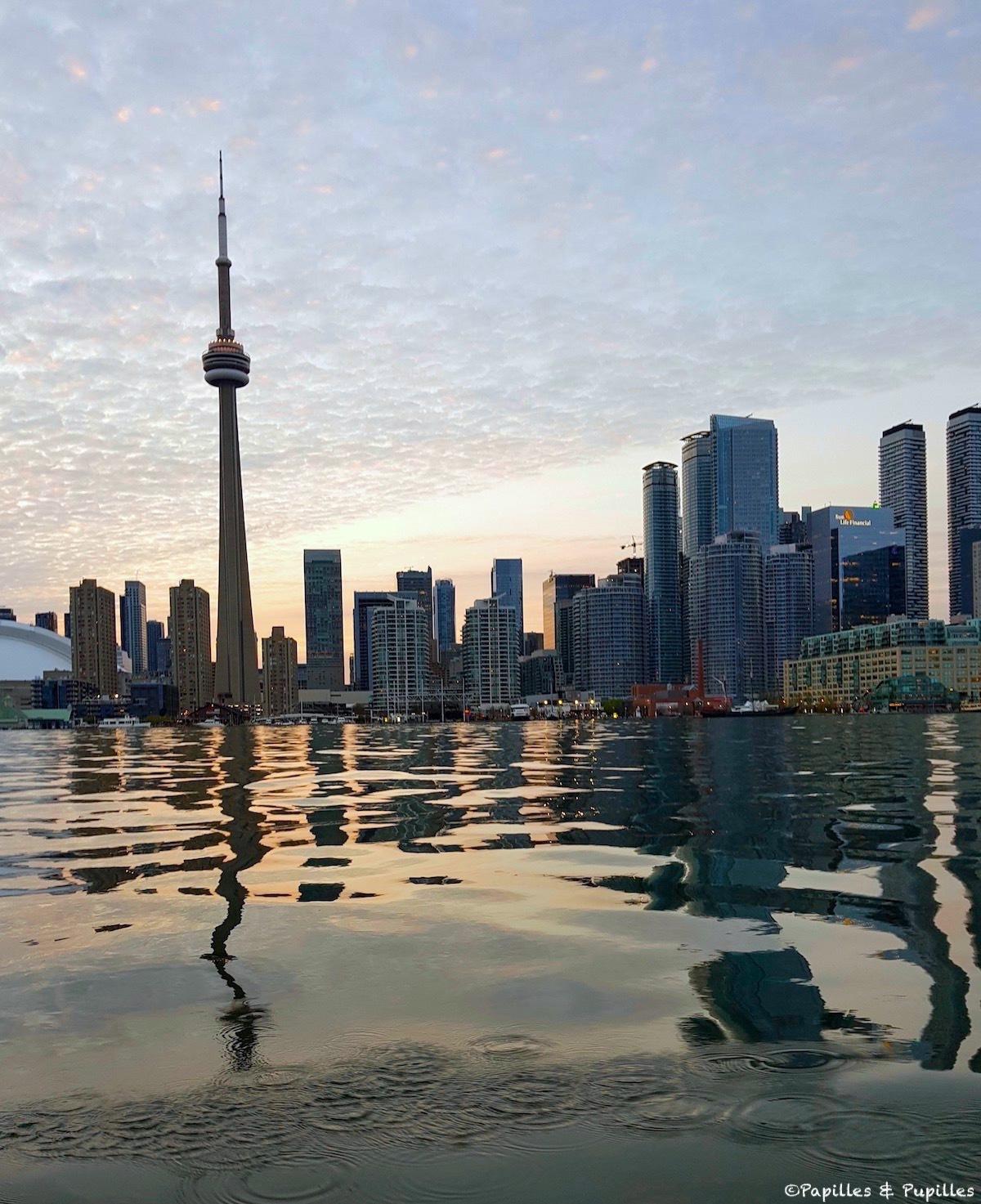 CN tower depuis l'eau