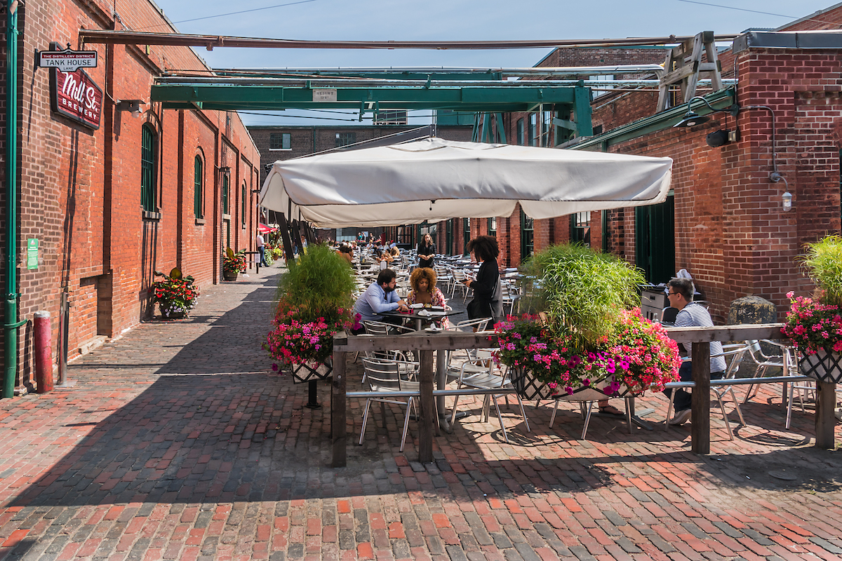 Café - The distillery DIstrict - Toronto ©De Kiev.Victor shutterstock