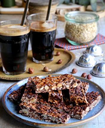 Barres de céréales et café glacé