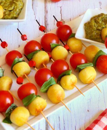 Brochettes gnocchi tomates, pesto de pistaches