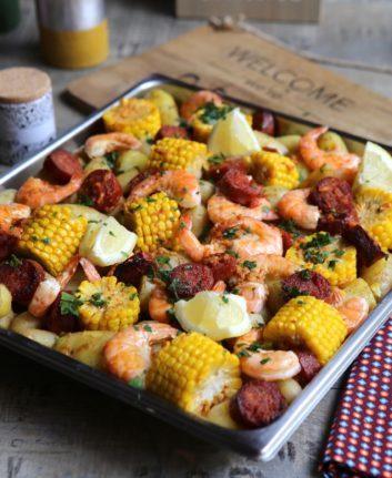 Gambas, pommes de terre, chorizo et maïs au four